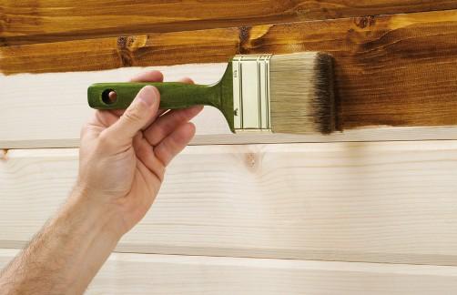 нанесення лазурі на деревину